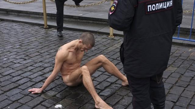 Pyotr-Pavlensky-testicoli