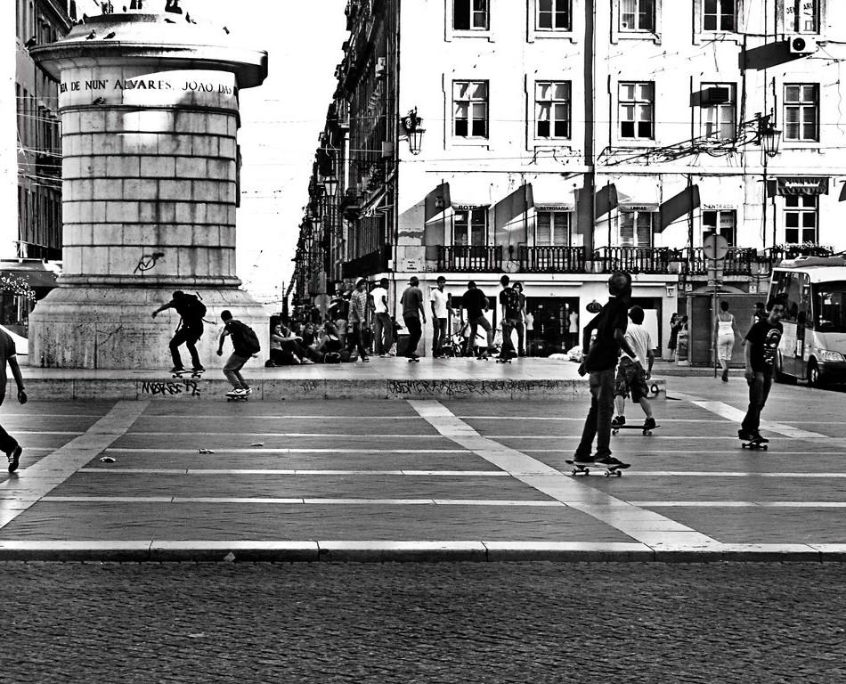 Andrea-Palla-Lisbona-piazza-skaters