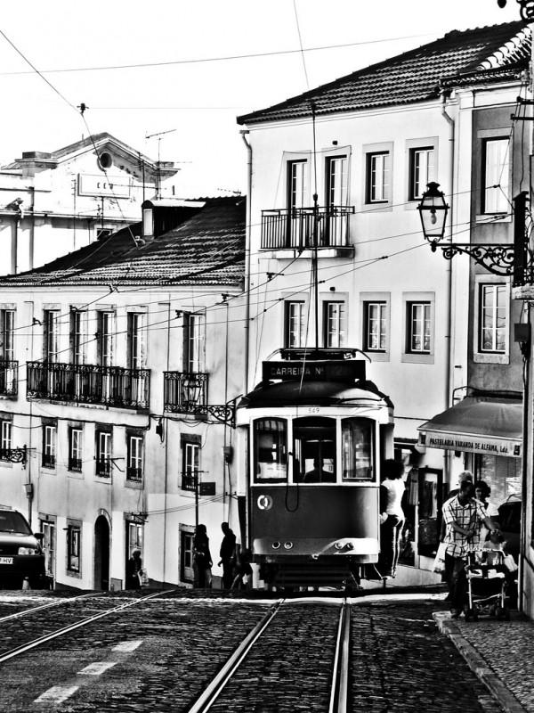 Lisbona-tram-strada